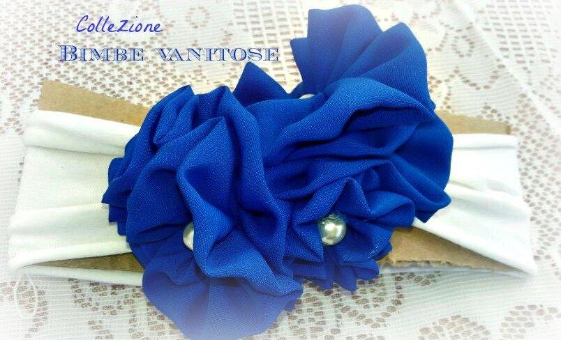 fascia per capelli bianca con fiori in tessuto