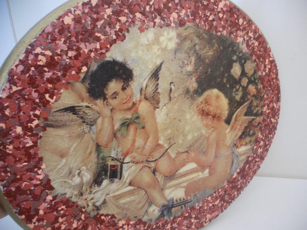 Quadretto ovale in legno con angeli decorato a decoupage