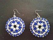 Orecchini bianchi e blu con cristalli