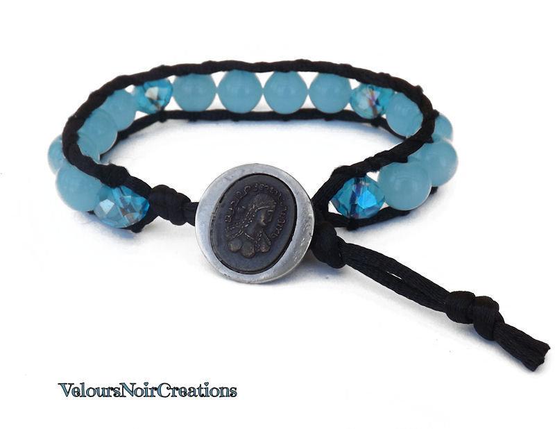 bracciale stile chan luu creato a mano perle vetro  e cristalli azzurri