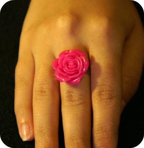 Anello cabochon con rosa fuxia