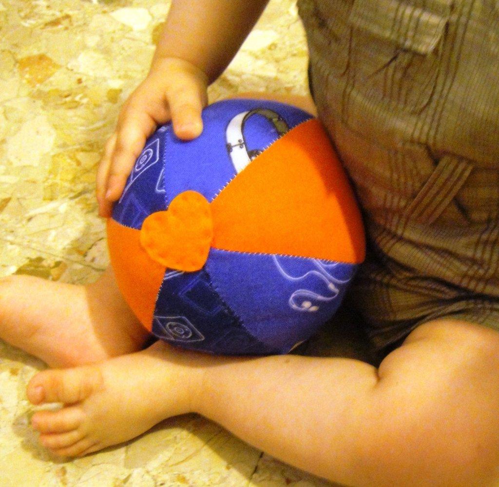 Palla in stoffa morbida fatta a mano per bambini