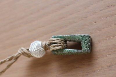 """ciondolo """"rettangolo cavo"""" in ceramica raku verde"""
