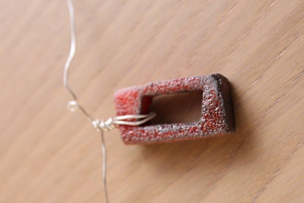 """girocollo in filo d'argento con ciondolo """"rettangolo cavo"""" rosso"""