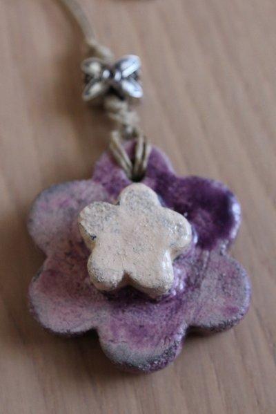 "ciondolo ""fiore"" in ceramica raku viola/trasparente"