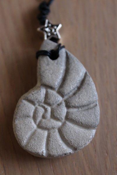 """ciondolo """"conchiglia"""" in ceramica raku"""