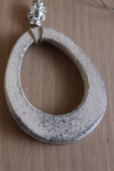"ciondolo ""ovale"" bianco in ceramica raku"