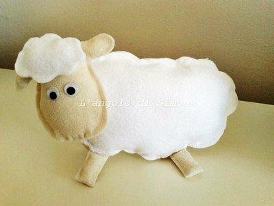 Pupazzo in feltro pecorella
