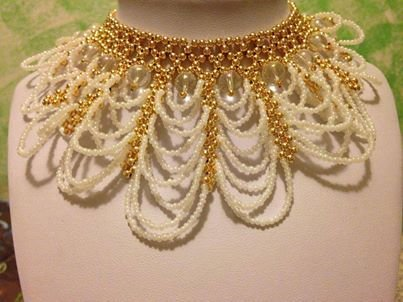 Collana fatta a mano con perle di vetro