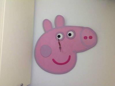 Orologio artigianale da parete Peppa Pig in legno dipinto a mano