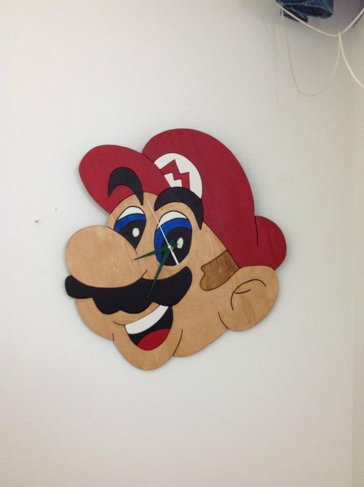 Orologio artigianale da parete Super Mario Bros  44x44cm in legno dipinto a mano