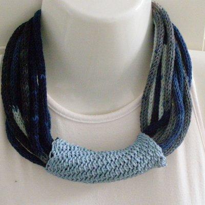 Girocollo multifilo in cotone blu