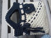 Borsa in fettuccia colore panna e blu con fiore con perla