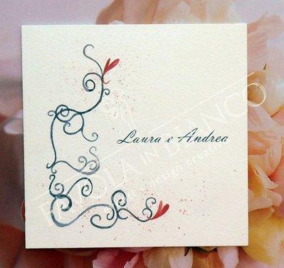 Partecipazione EDERA E CUORI disegnata a mano per matrimonio