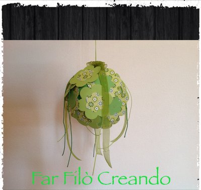 Sfera ornamentale in carta e nastri primavera verde