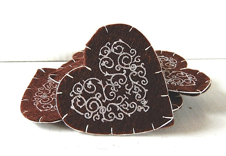 Cuori grandi feltro lana marrone stencil bianco 7 cm