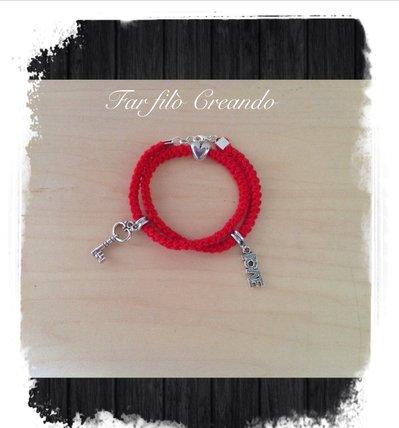 Braccialetto Amore in cotone rosso e charm in argento