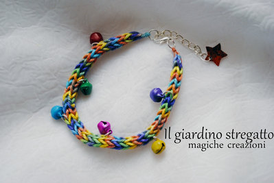 Bracciale multicolor estivo con campanellini colorati