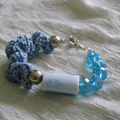 Braccialetto azzurro in cotone e ceramica