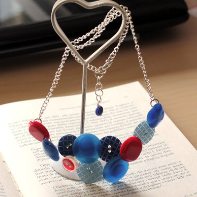 C21.14 - Collana azzurra e rossa con bottoni vintage - Linea Miro