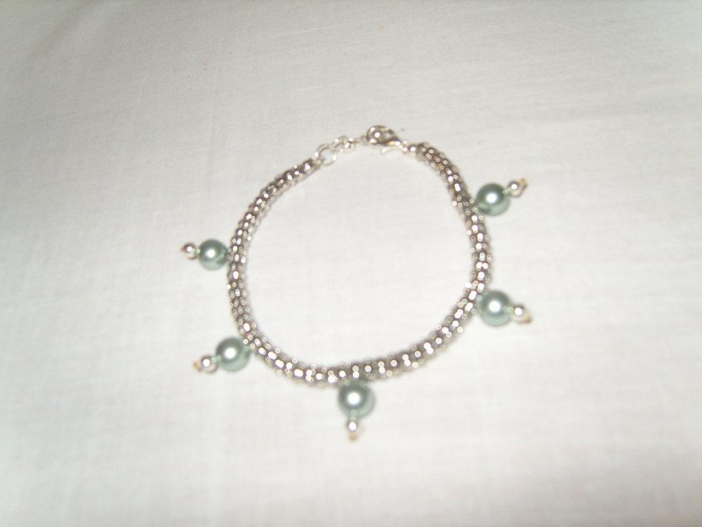 Braccialetto catena flessibile con perle sintetiche colore acquamarina