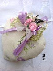 Cuore  di stoffa  con fiorellini rosa  e lilla