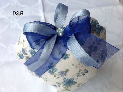 Cuore  di stoffa  con fiorellini azzurri