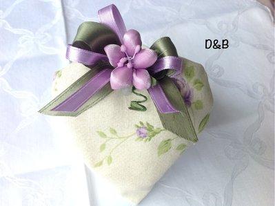 Cuore di stoffa con fiori lilla