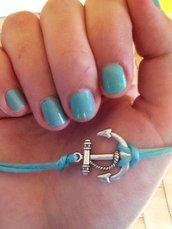 Bracciale in azzurro tiffany con charm ancora.