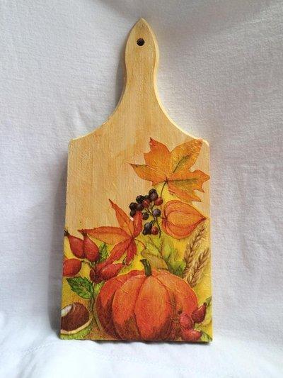 Tagliere in legno decorato con tecnica decoupage