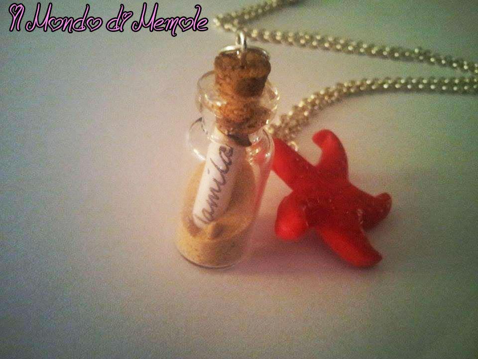 collana con ciondolo bottiglietta con sabbia e pergamena