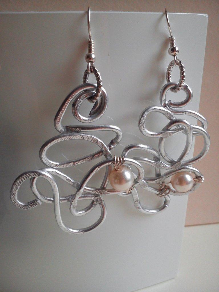Conosciuto Orecchini in filo di alluminio con perle - Small - Gioielli  SN55