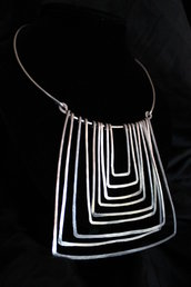 """Collana """"Dedalo"""" realizzata in alluminio battuto"""