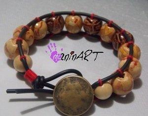 bracciale stile Chan Luu in cordino di caucciù e perle legno decorate