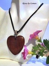 girocollo con ciondolo cuore in legno