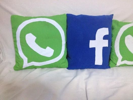 Introvabile! Cuscino facebook e what's app