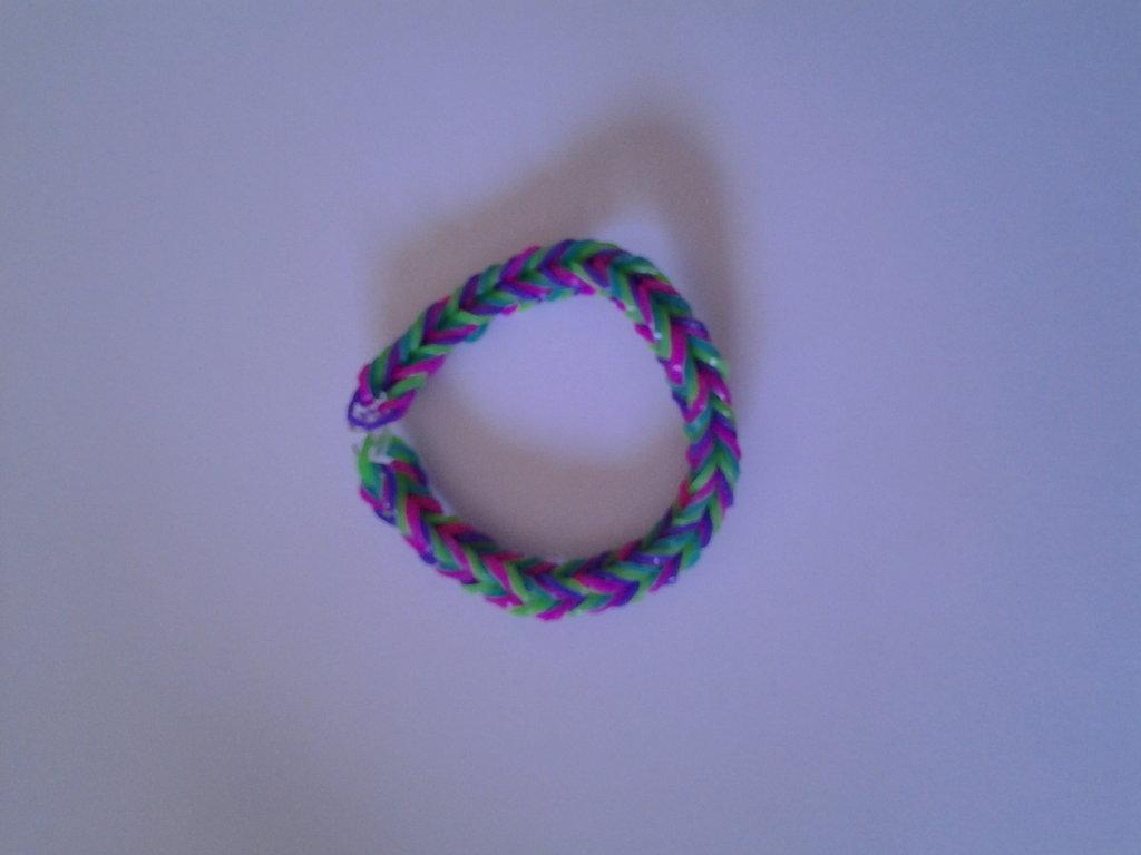 Braccialetto di elastici verde, verde acqua, fucsia e viola