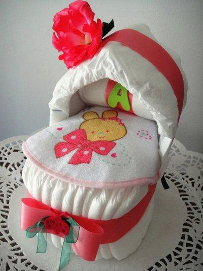 Culla di pannolini con maxi rosa - Idea regalo nascita