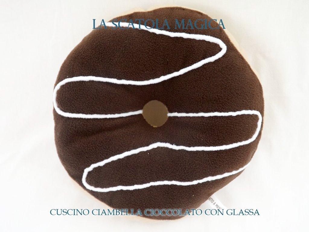 Cuscino ciambella con glassa cioccolato
