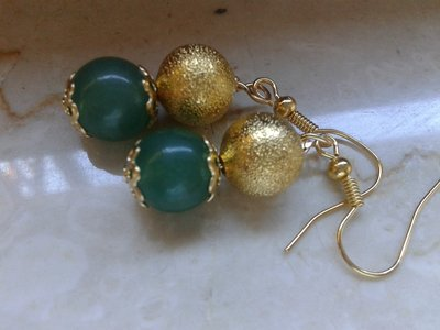 orecchini avventurina e perla di metallo dorato