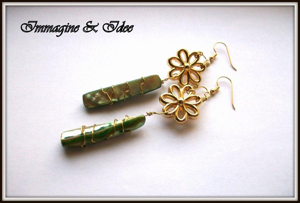 Orecchini pendenti con bottoni e perle
