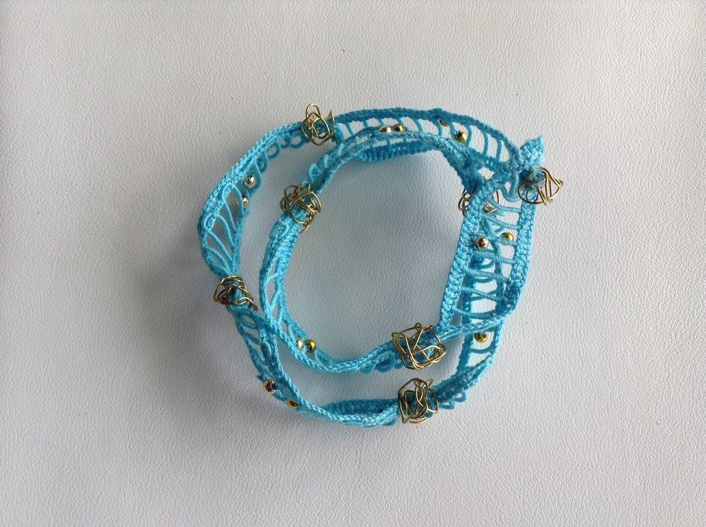 bracciale in fettuccia azzurra e inserti filo ottone