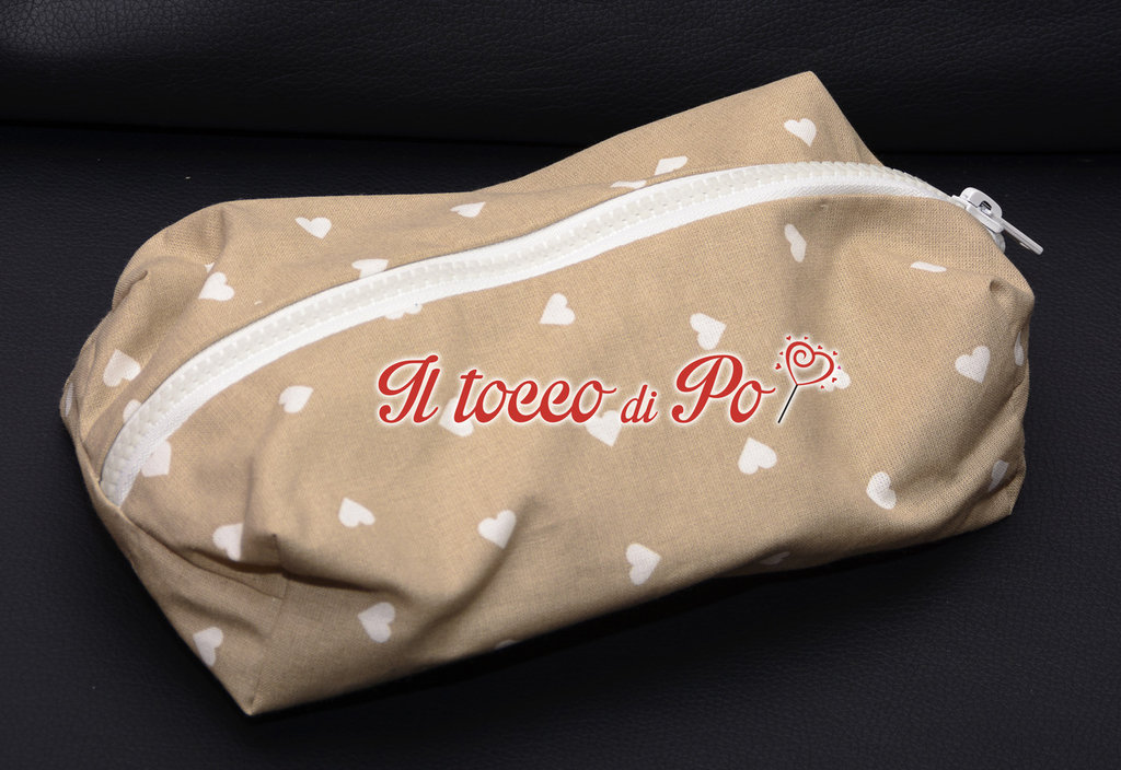 Beauty case, pochette, porta tutto in stoffa con cerniera fantasia beige cuori