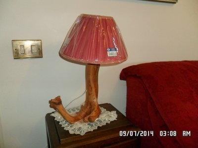 LAMPADA  IN LEGNO DI OLIVO