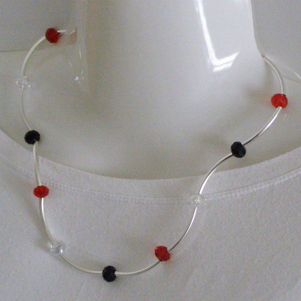 girocollo semirigido rosso e nero