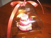 ESEMPIO DI MINI WEDDING CAKE FIMO - ideale come  segnaposto, bomboniera   TORTA BIANCA con ROSE ROSA e FIOCCHETTI per matrimonio, compleanno battesimo SCEGLI TU COLORE e DECORO
