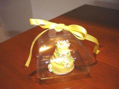 ESEMPIO DI MINI WEDDING CAKE FIMO - ideale come  segnaposto   bomboniera  TORTA GIALLA con MARGHERITE per matrimonio, compleanno battesimo SCEGLI TU COLORE e DECORO