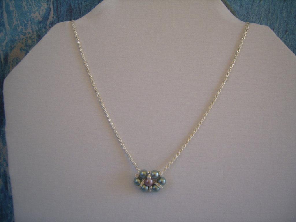 Collana catena con ciondolo di perle