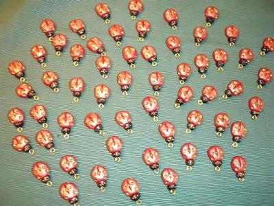 BOMBONIERA  LAUREA  - ciondoli antichizzati foglia oro e fimo COCCINELLE PORTAFORTUNA