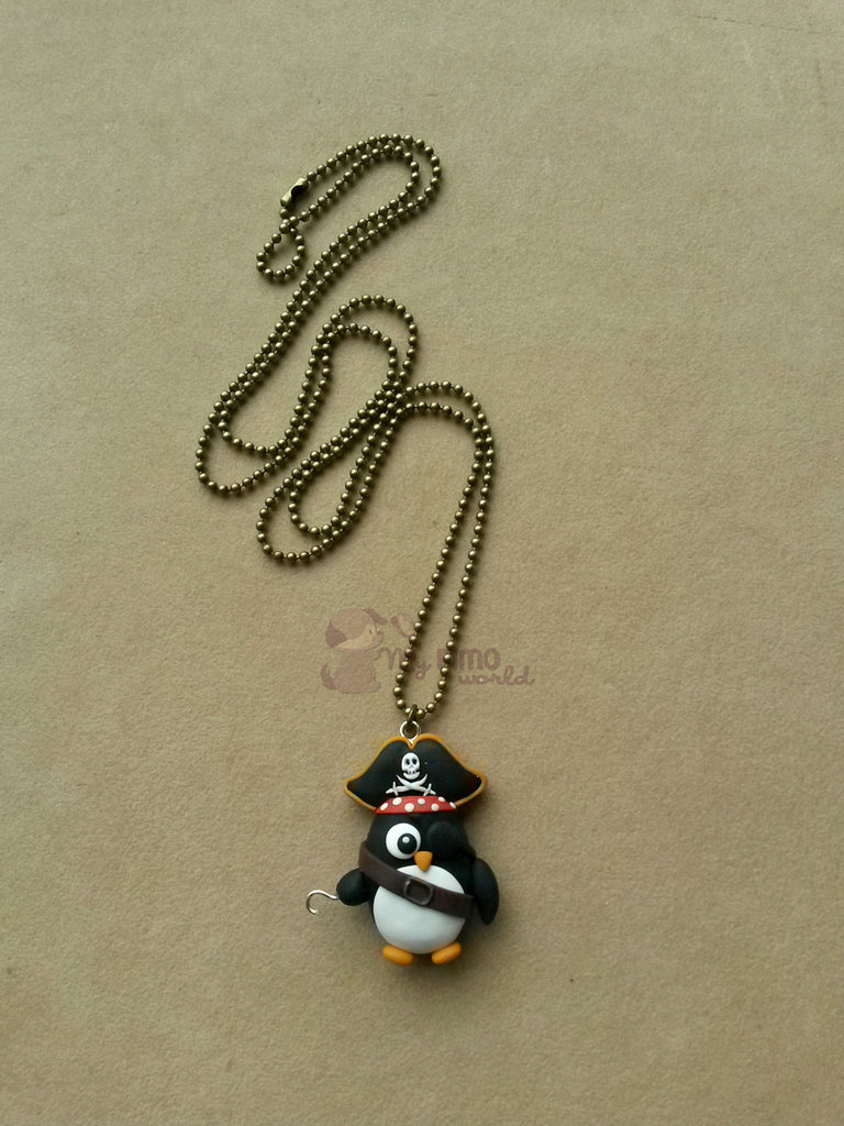 Collana con pinguino pirata fimo